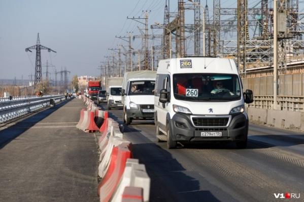 С начала марта на мосту возобновились дорожные работы