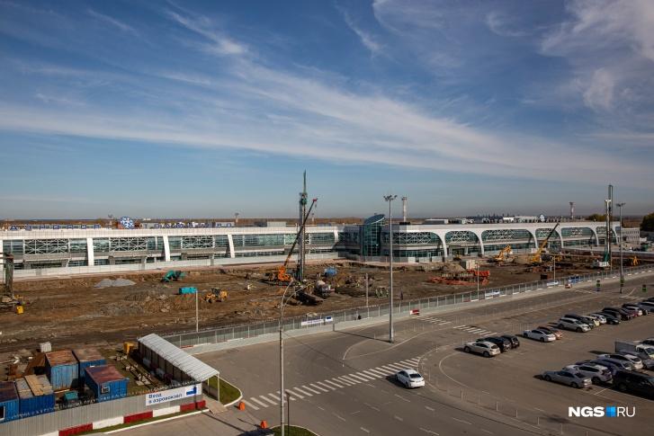 Новый терминал больше существующих секторов А и В вместе взятых. Чтобы попасть в аэропорт, теперь всем нужно ехать в сектор B