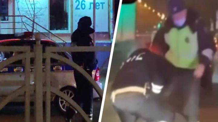 Сотрудники ДПС в Екатеринбурге жестко скрутили девушку за рулем Toyota, в полиции начали проверку