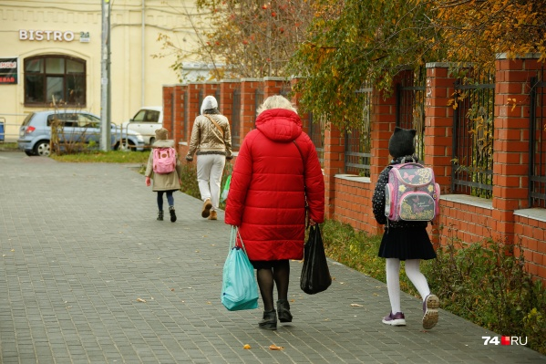 Большинство школ ушли на каникулы 26 октября и вернулись к занятиям сегодня