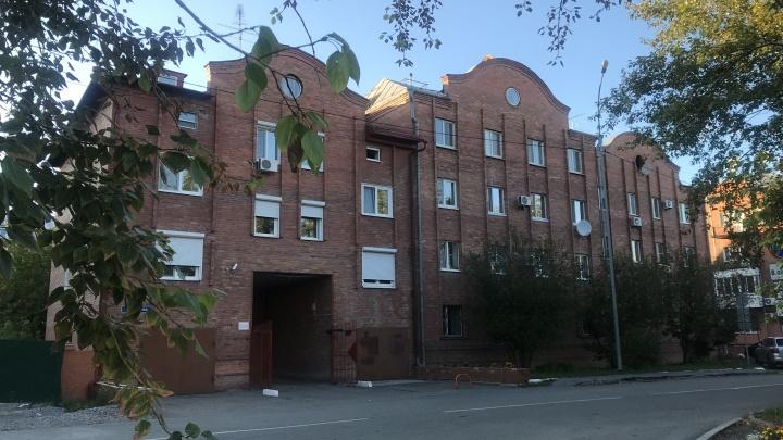 Четырехэтажную квартиру с балконом в ванной продают в Тюмени за 35 миллионов