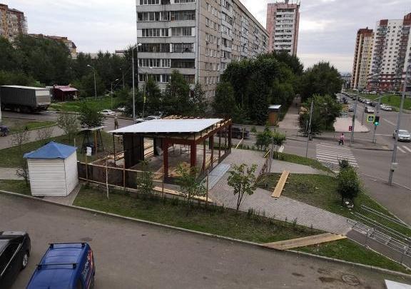 Посреди ремонтируемого сквера на Новосибирской чиновники разрешили возвести огромный павильон
