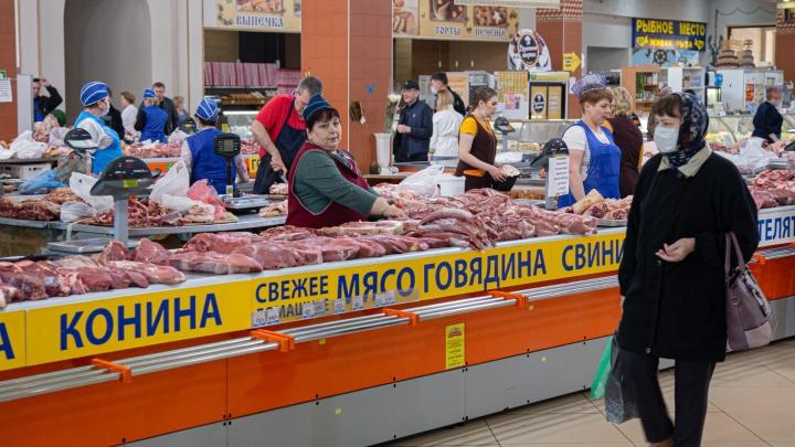 Толкотня и продавцы без масок: как работают рынки Челябинска во время разгула коронавируса