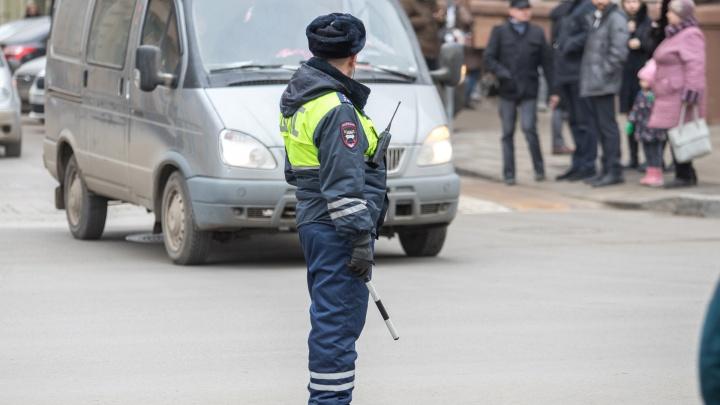 Сотрудник ГИБДД Ростовской области вымогал у дальнобойщиков деньги