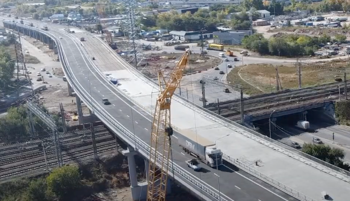 Машины едут без пробок: появилось видео открытого путепровода у Тольятти с коптера