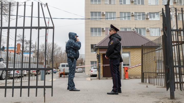 «Он был хорошим парнем»: репортаж с места убийства полицейского в Волгограде