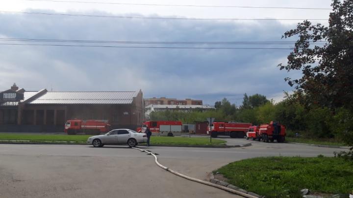 В Новосибирске на Курчатова загорелись бани