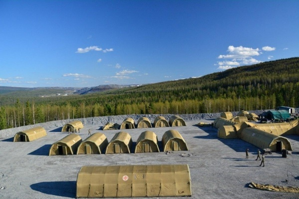 Это лагерь на сотню пациентов