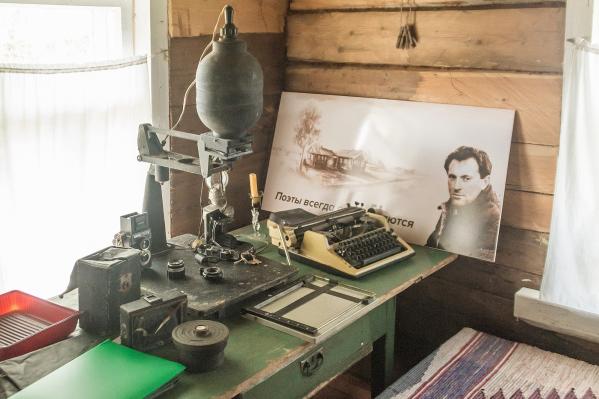Уже несколько лет в Норинской воссоздан дом, где жил Бродский. Теперь по нему можно будет прогуляться виртуально