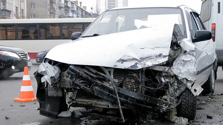 В Кургане осудят преступную группу из девяти человек, занимавшихся автоподставами