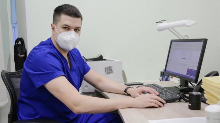 Болезнь офисного века: сосудистый хирург— о том, кого поражает варикоз и как защитить вены от болезни