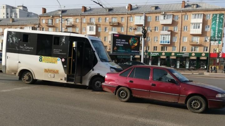В аварии на Ленинградском мосту пострадал 10-летний пассажир маршрутки
