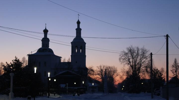 В Омской области вахтовики не могут улететь на работу из-за вспышки коронавируса