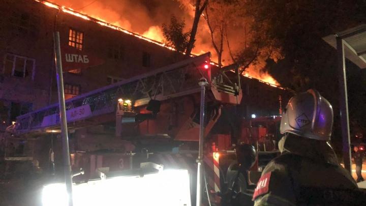 В центре Ростова всю ночь горел аварийный дом