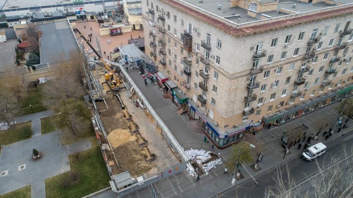 Прокуратуру попросили остановить скандальную стройку возле Центрального рынка в Волгограде