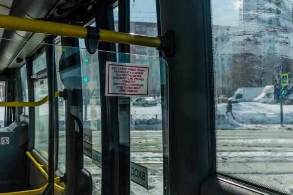 Автобус не ехал дальше, поэтому другим пассажирам пришлось выйти