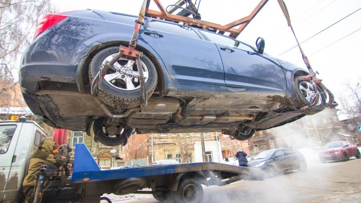 В Самарской области хотят запретить эвакуацию машин с парковок больниц