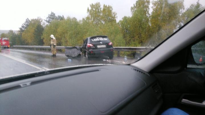 На трассе М-5 в Челябинской области лоб в лоб столкнулись такси и КАМАЗ, ранен пассажир легковушки