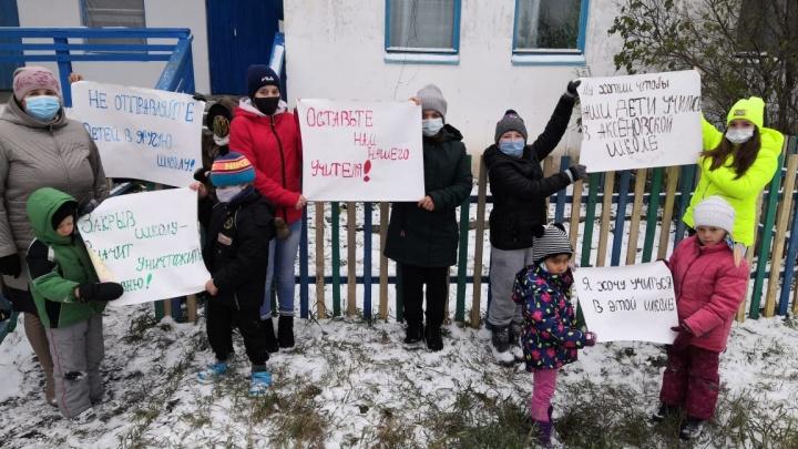 Омского учителя, вышедшего на пикет против закрытия сельской школы, оштрафовали