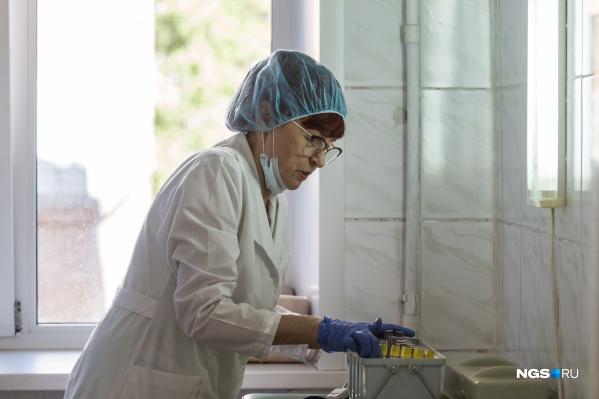 Сначала прививку от коронавируса будут ставить добровольцам среди учителей и врачей