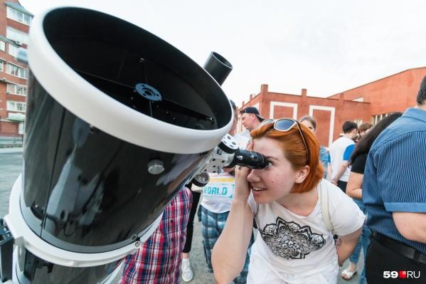 Для наблюдений идеален телескоп, но комету можно будет увидеть и в хороший бинокль