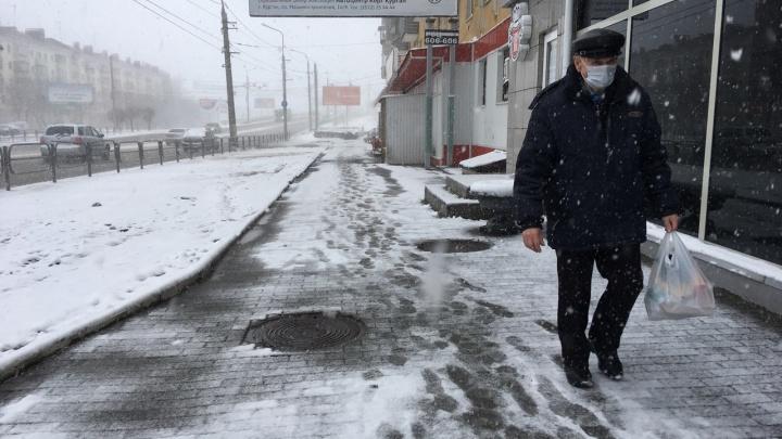 Аэропорт закрыли, но расширили список работающих отраслей: хроника коронавируса в Зауралье