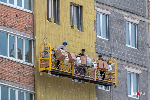 Чтобы работать в регионе нерезидентам РФ, нужно оплачивать ежемесячное разрешение