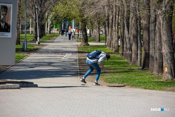 Новосибирцы уже придумали несколько способов обойти оградительные ленты