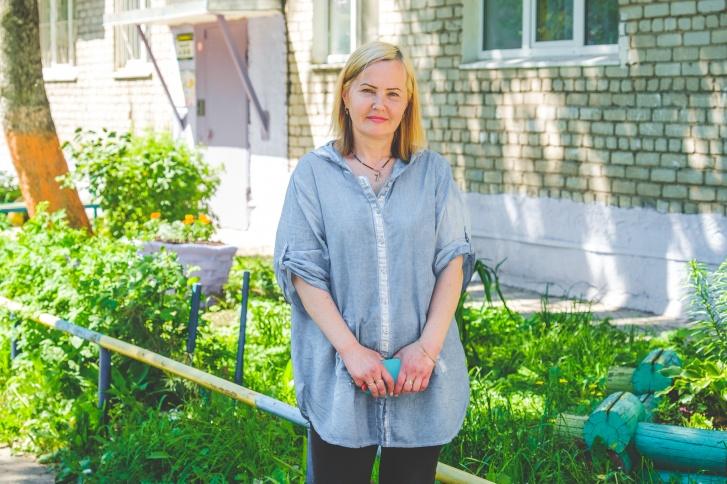 Старшая по дому Людмила Рыкевич всегда рада гостям в своём дворе