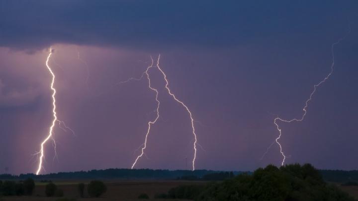 Предупреждение от МЧС: на Ярославль движутся гроза и сильный ветер