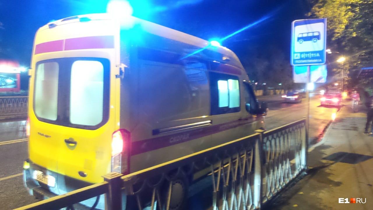 Мужчину с места происшествия увезли в больницу