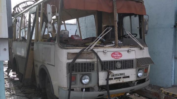 На заправке в Челябинске взорвалась маршрутка