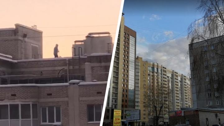 Сибиряк на лыжах прокатился по крыше высотки на улице Дуси Ковальчук