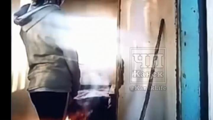 «Ну там же никто не сгорел»: подруги из Канска сожгли чужую дачу ради видео в Instagram