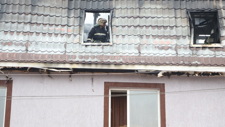Спасатели нашли в сгоревшем трехэтажном доме в Самаре тела 4 человек