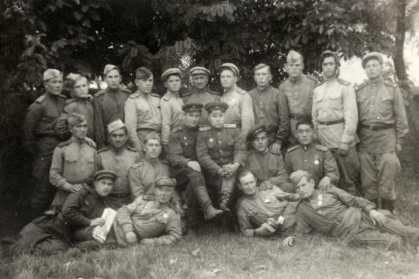На этом снимке запечатлена 96-я танковая бригада. Эти солдаты участвовали в форсировании Днепра, Буга, Днестра и Дуная
