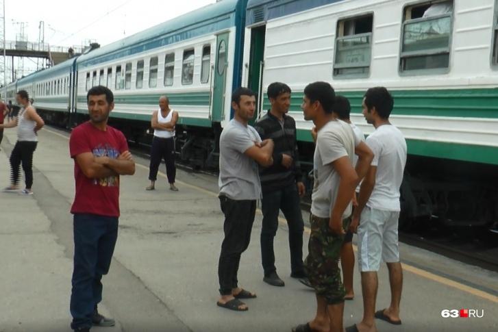 """Первый поезд в Узбекистан <a href=""""https://63.ru/text/incidents/69443386/"""" target=""""_blank"""" class=""""_"""">отправился в конце августа</a>"""