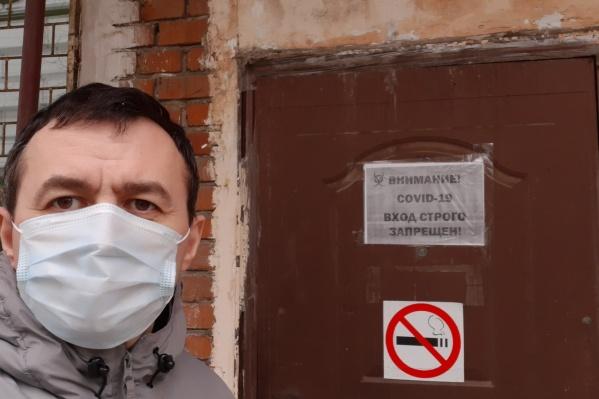 Артем Новиков после выписки из краевой инфекционной больницы, где провел две недели