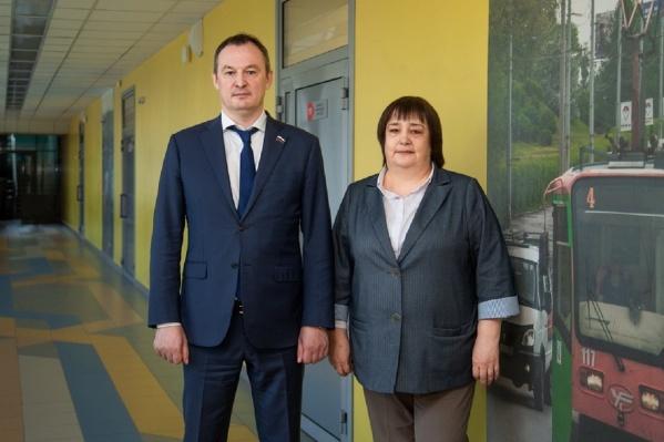 Ольга Домовитова (справа) руководила школой «Город дорог» в течение десяти лет. На этом фото она с депутатом Госдумы Алексеем Бурнашовым