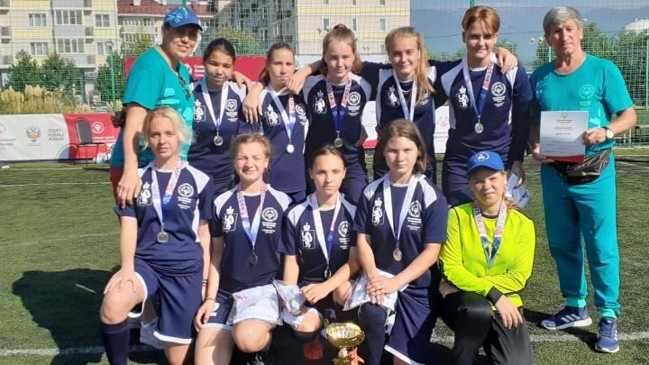Свердловским футболисткам пришлось играть против мужских команд на всероссийском турнире