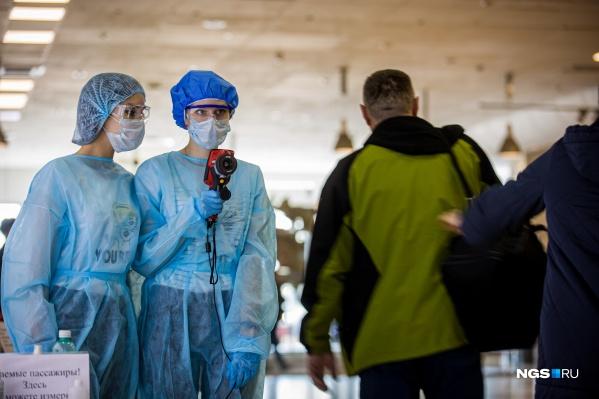 В Толмачёво сейчас всех прилетающих проверяют с помощью тепловизора — к работе подключили студентов медколледжа