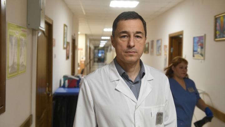 «Заболеть могут 100% екатеринбуржцев»: врач — о коронавирусе и его лечении