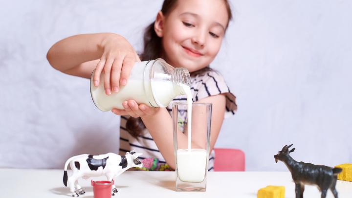 Диетологи рассказали, почему кефир не помогает похудеть и можно ли его пить на ночь