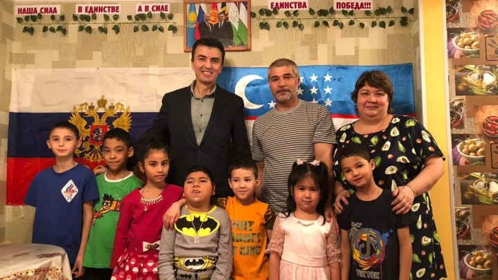 Семь национальностей, восемь приемных детей: Алтушкин купил квартиру семье погорельцев с Урала