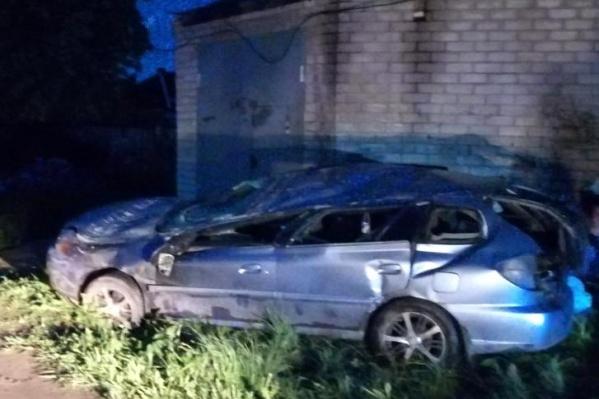 Машина врезалась в гараж