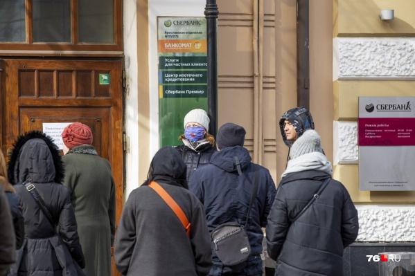 Ситуация с коронавирусом показала, что у большинства россиян нет накоплений, чтобы позволить себе целый месяц сидеть на карантине и не работать