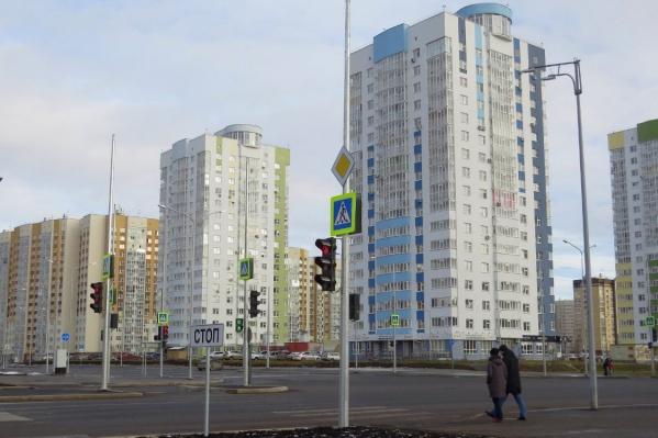 Жители хотят установить забор вокруг четырех домов, входящих в ЖК «Временя года»