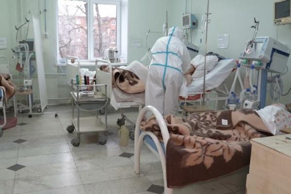 В больнице для зараженных ковидом развернули 130 коек