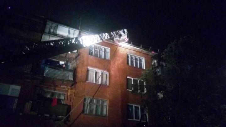 Вспыхнула крыша: на Южном Урале произошёл крупный пожар в многоквартирном доме