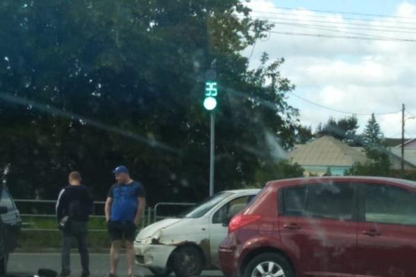 Водитель ВАЗа поворачивал налево на регулируемом перекрёстке